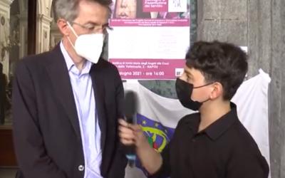 L'Onorevole Manfredi intervistato dai bambini del laboratorio di giornalismo